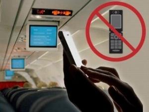 Cục Hàng không Việt Nam: Dùng điện thoại khi máy bay cất, hạ cánh sẽ bị phạt 3 - 5 triệu đồng